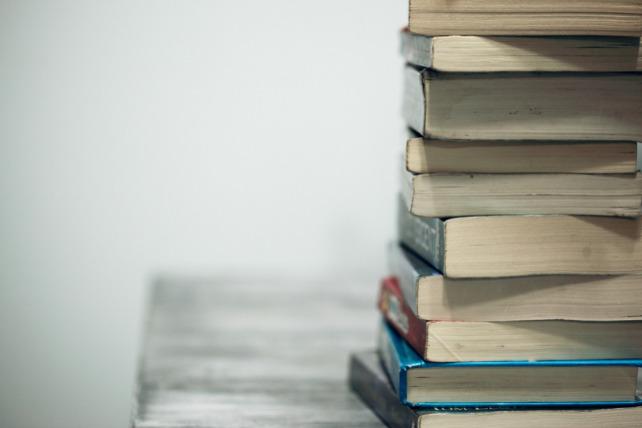 universidad-villanueva-dona-libros
